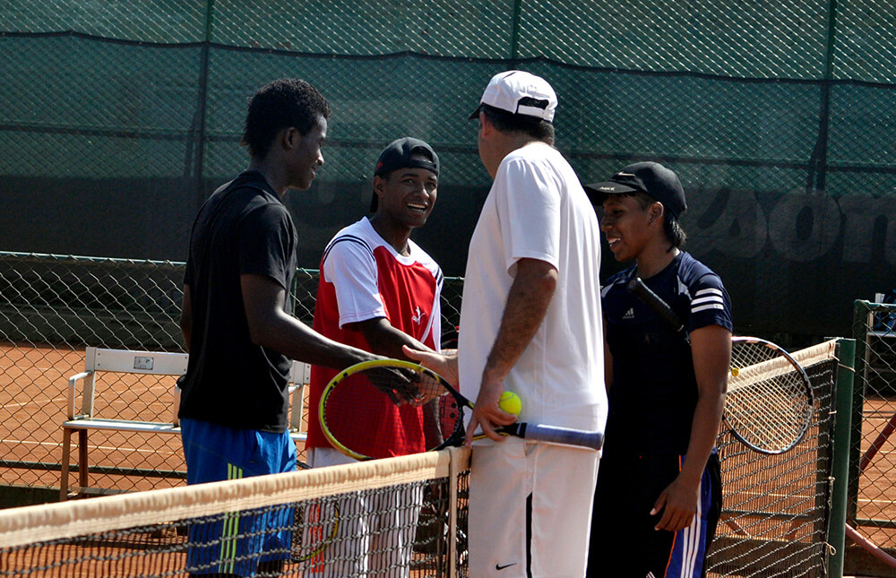 Tennis-for-colombia-fundacion-saludo